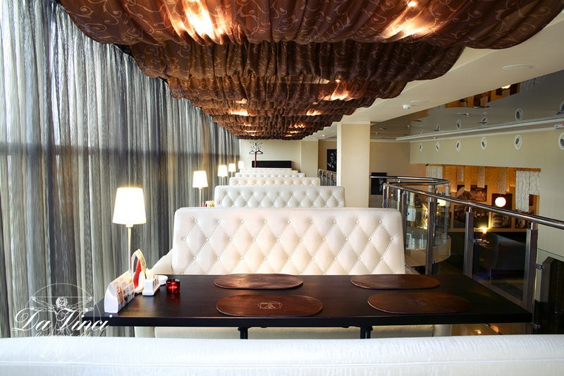 """Наша мебель в клубе """"Да Винчи"""" ТРК «Триумф Плаза» по адресу г. Обнинск, ул. Маркса 45, 2 этаж."""