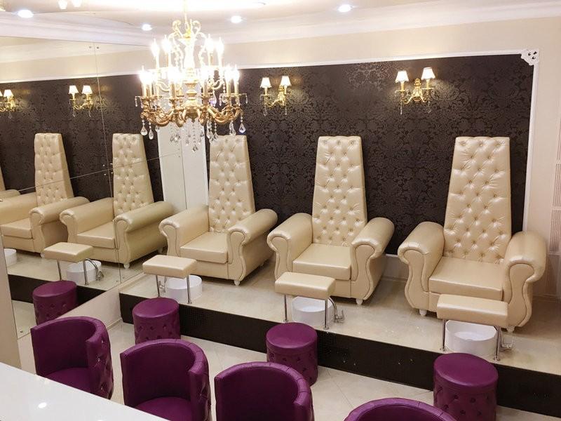 """Наша мебель в студии маникюра """"Trend  Nails"""" г. Москва, ул. Пятницкая д.20"""