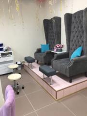 Наша мебель в студии маникюра и педикюра «MALYSHKA» г.Московский, ул.Солнечная, 5,  ТЦ «Град», 2 этаж