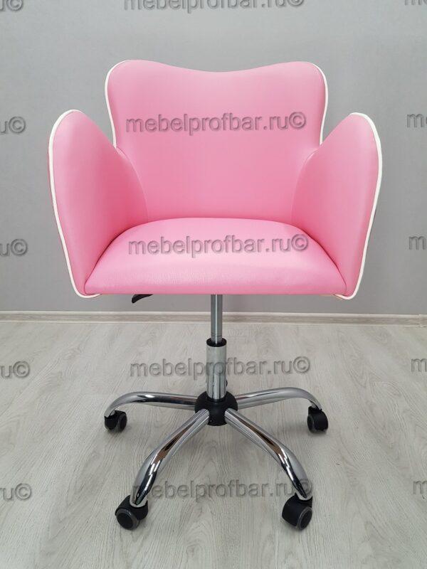 в салон розовое кресло