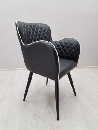 красивое кресло для кафе