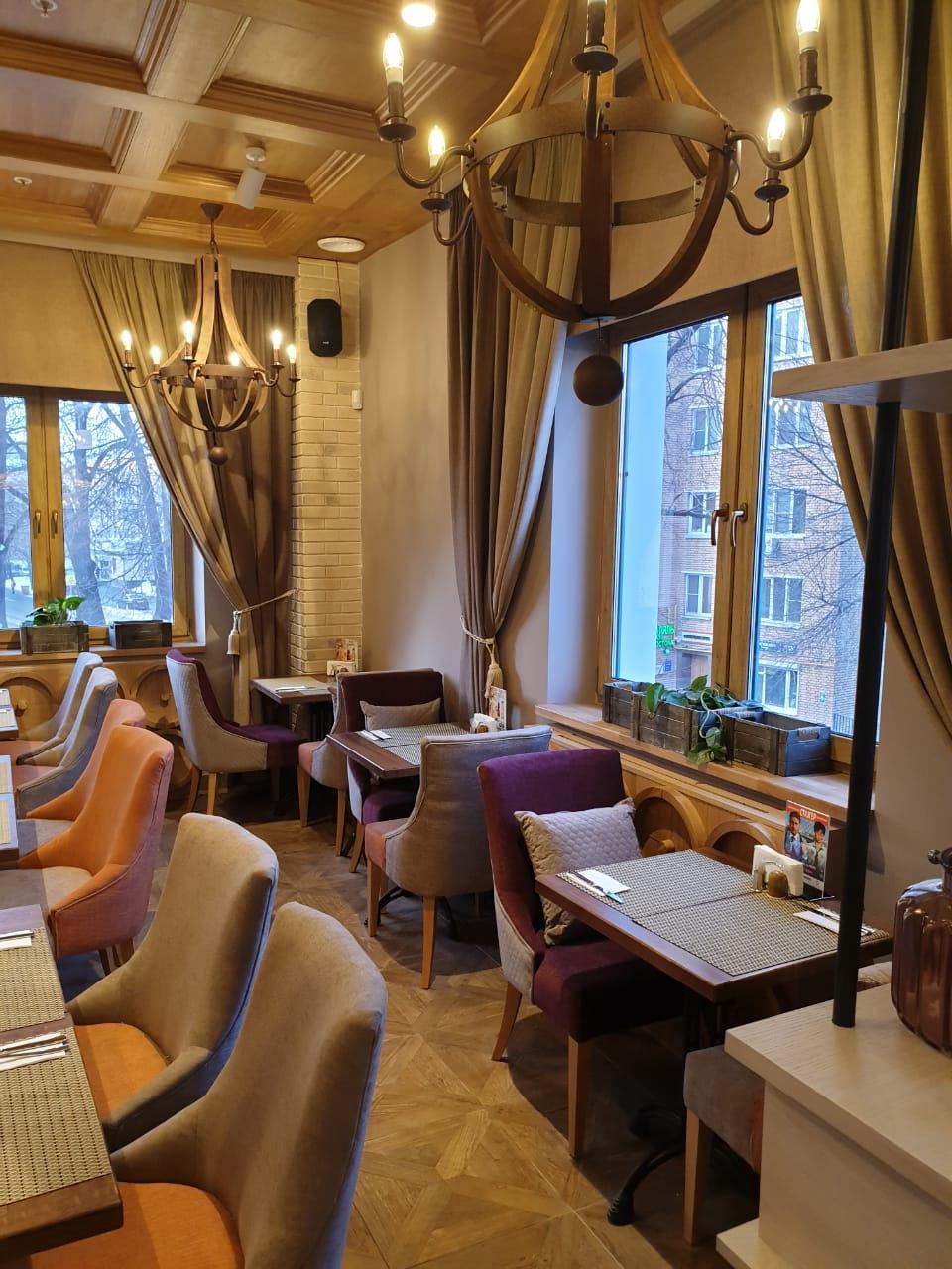 "Наша мебель в ресторане ""IL Патио"" на проспекте Мира в Москве. Стулья для ресторана ""IL Патио"""
