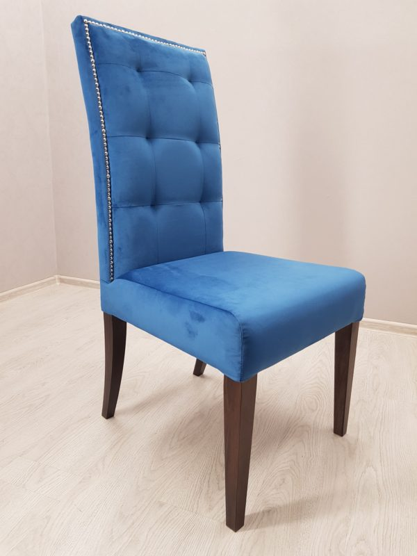 синий стул