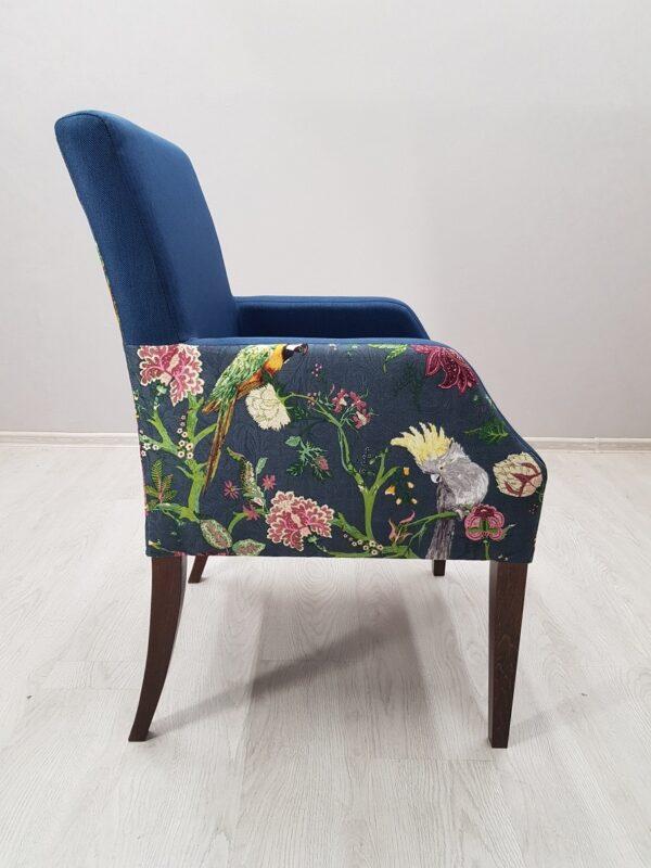 Синее кресло для кафе