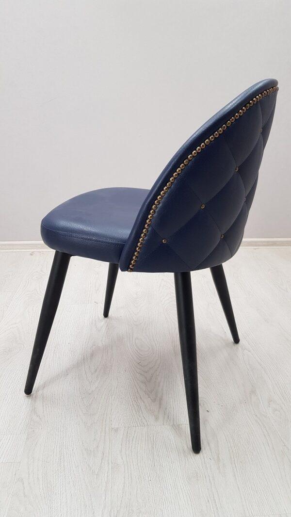 красивый стул в кафе