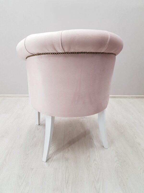 красивое кресло в салон