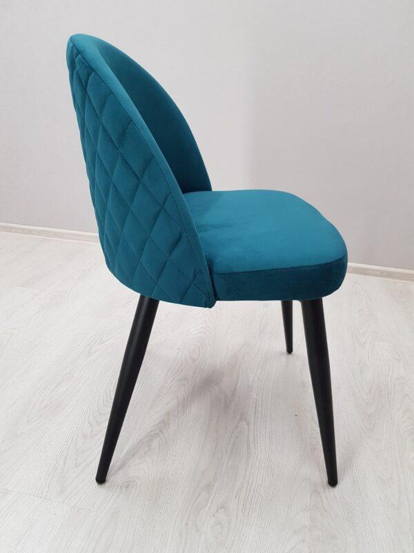 стул изумрудного цвета