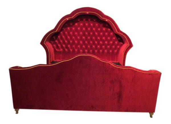 красивая кровать красная