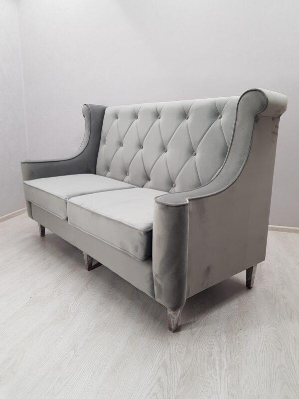 серый диван для ресторана