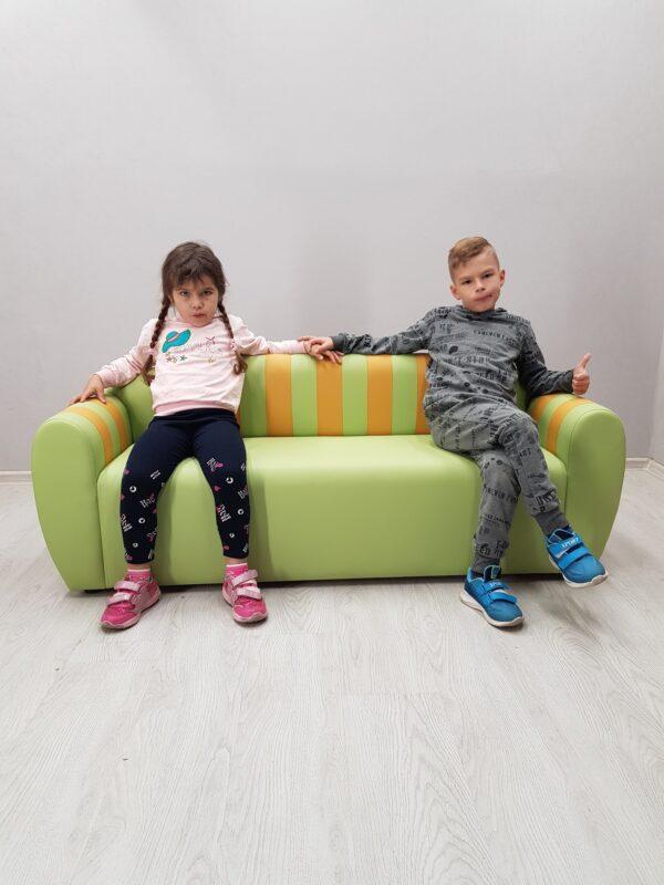 детский зеленый диван