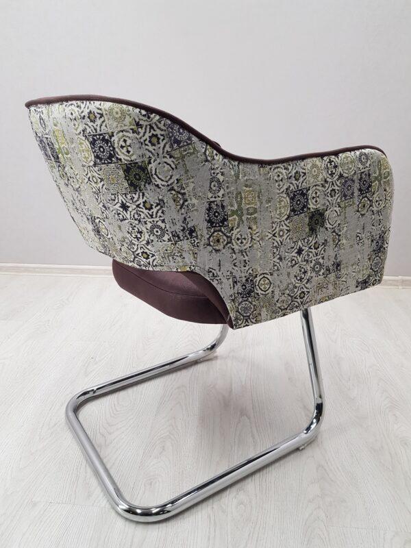 кресла в кафе