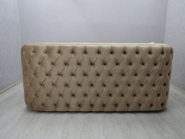 красивый диван в утяжке