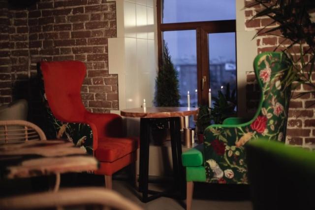 Кресла высокие с ушами для кафе