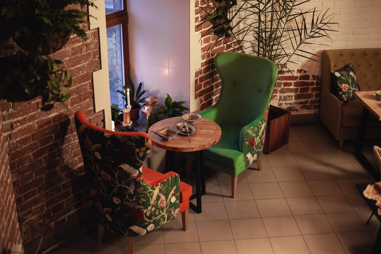Кресло для ресторана высокое