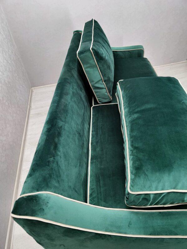 диваны в кафе зеленные