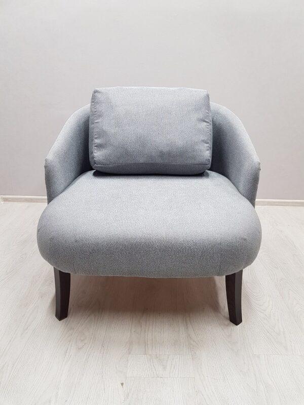 серое кресло для кафе