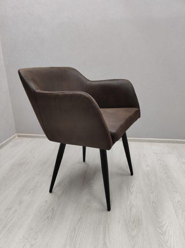 Удобное кресло в кафе